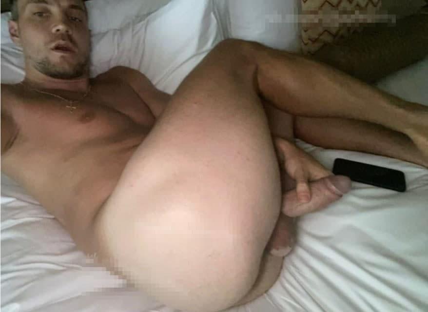 голый дзюба мастурбирует слив