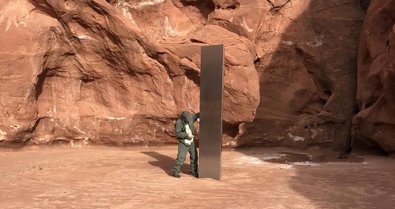 В пустыне Юты нашли трехметровый монолит. Его локация уже известна, а со смыслом помогут мемы