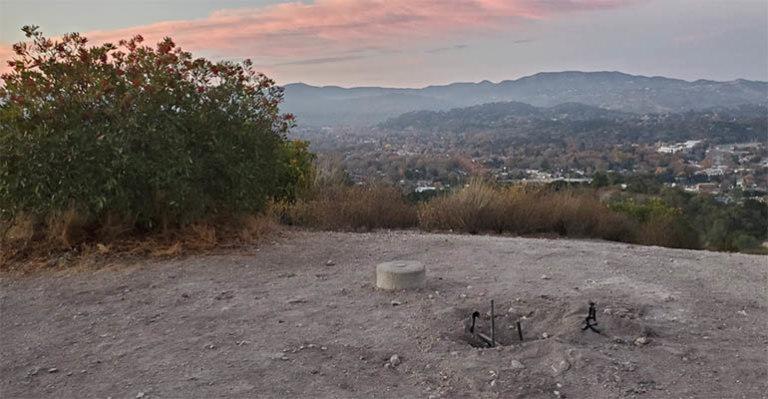 монолит в калифорнии пропал