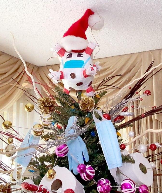 новогодняя елка из туалетной бумаги