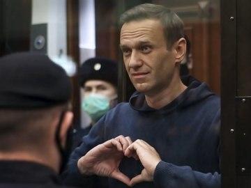 Навального посадили