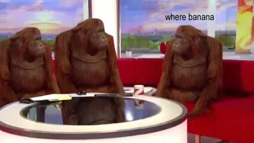Обезьяны за столом (Where Banana) мем