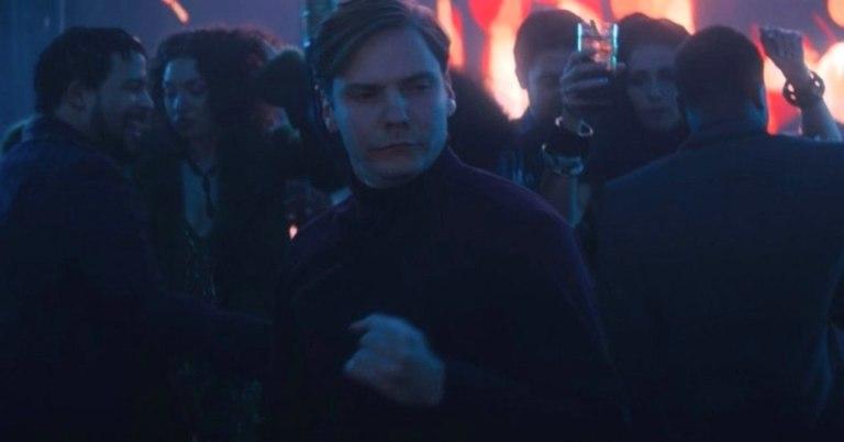 барон земо танцует